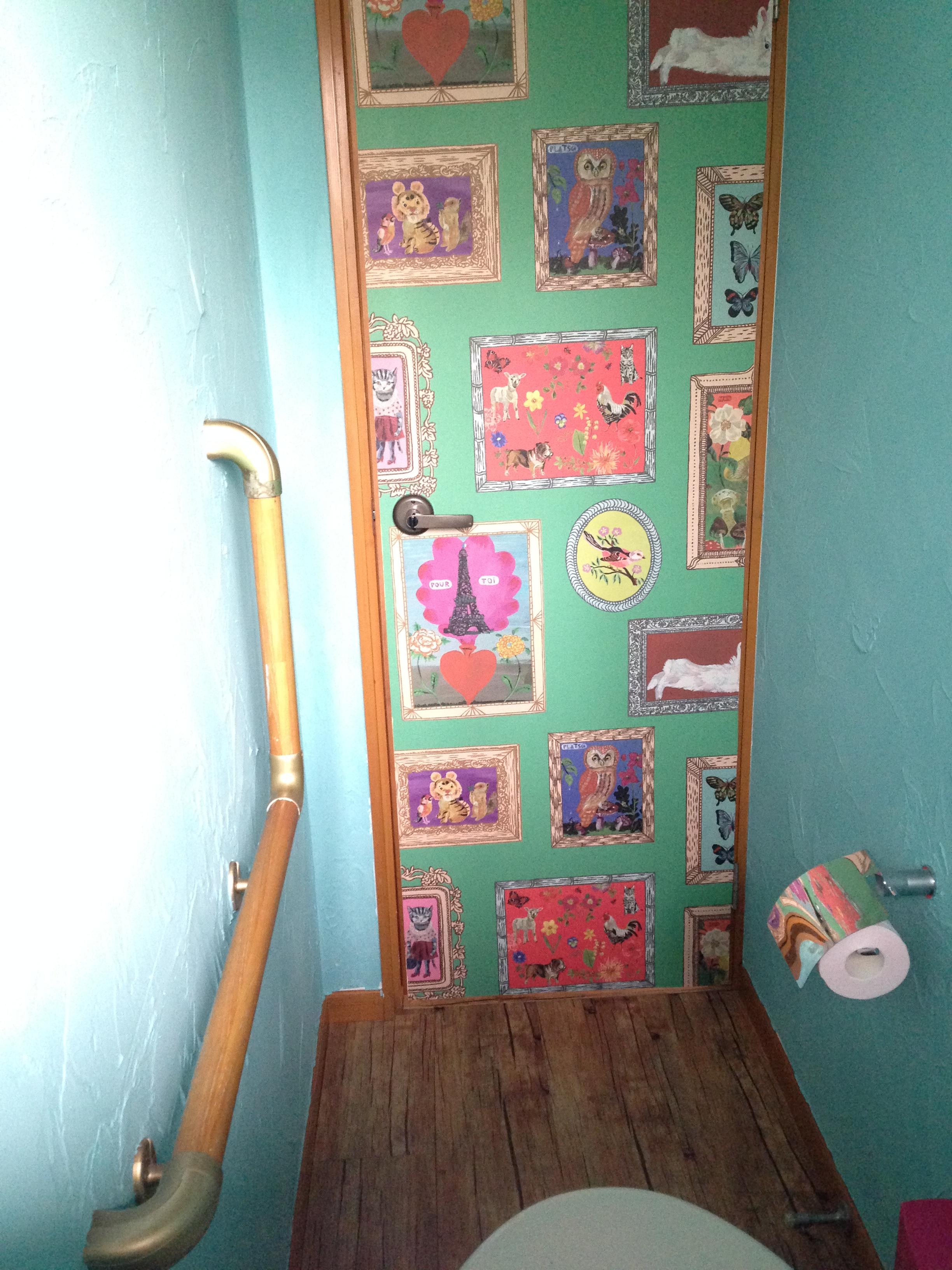 壁紙を利用したドアのイメージチェンジ